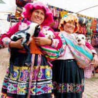 Imagen de una señora con sus animalitos para el producto credito agropecuario